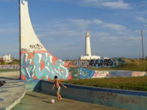 URUGUAY: Streetart, Surfspot and a fancy Lighthouse – La Paloma